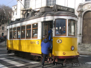 tram courtesy http://www.travel-earth.com/portugal/